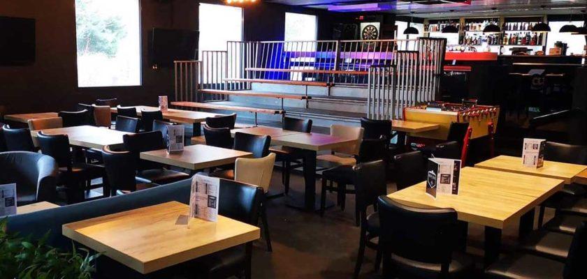 Photo de la tribune au box2box bar sport à Lille